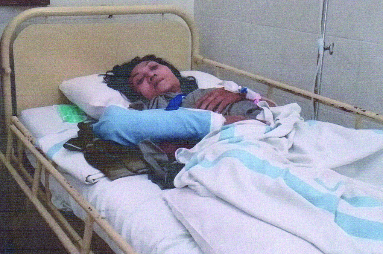 Sebuah kecelakaan membuat Ibu Siti Daryati harus segera menjalani operasi. Biaya yang sangat besar bagi mereka membuka harapan ada tangan-tangan yang menopang untuk membantu meringankan bebannya.